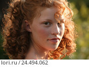 Купить «Woman, young, curls, portrait, women's portrait, youth, teenager, young persons, 15 - 20 years, red-haired, long-haired, wavy, freckles, friendly, nicely, view camera, outside, sunny», фото № 24494062, снято 6 октября 2004 г. (c) mauritius images / Фотобанк Лори