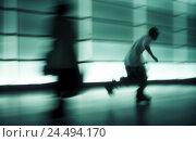 Купить «Pedestrian's passage, silhouette, boy, skateboard, blur, young person, youth, puberty, haste, theft, flight, speed, skill, criminal activity, sport, motion...», фото № 24494170, снято 12 октября 2005 г. (c) mauritius images / Фотобанк Лори