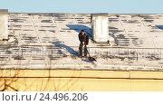Очистка крыш от снега (2016 год). Редакционное видео, видеограф Андрей Губецков / Фотобанк Лори