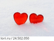 Купить «Hearts, two, red, glass, snow,», фото № 24502050, снято 17 апреля 2009 г. (c) mauritius images / Фотобанк Лори