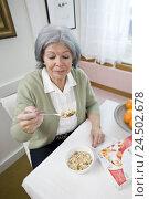 Купить «Senior woman, table, sitting, eating muesli,», фото № 24502678, снято 18 сентября 2018 г. (c) mauritius images / Фотобанк Лори
