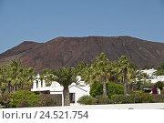 Купить «Spain, Canary islands, Lanzarote, Playa Blanca, dwelling houses, volcano mountain,», фото № 24521754, снято 15 апреля 2009 г. (c) mauritius images / Фотобанк Лори