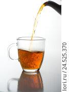 Купить «Teacup, glass, tea, pour out, medium close-up,», фото № 24525370, снято 2 февраля 2009 г. (c) mauritius images / Фотобанк Лори