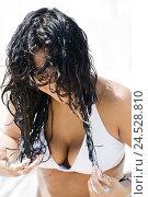 Купить «Woman, young, bikini, wet, long-haired, hair cure apply,», фото № 24528810, снято 3 ноября 2009 г. (c) mauritius images / Фотобанк Лори