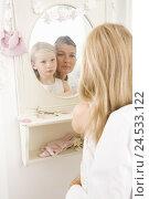 Купить «Mother, daughter, gaze mirrors, seriously, reflection, faces, similarity, apartment, nurseries, wall-mirrors, family, people, woman, 40-50 years, single...», фото № 24533122, снято 15 августа 2018 г. (c) mauritius images / Фотобанк Лори