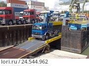 Купить «Inland harbour, navigation, truck loading,», фото № 24544962, снято 19 сентября 2008 г. (c) mauritius images / Фотобанк Лори