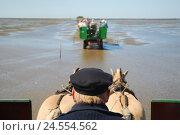 Купить «Germany, Schleswig - Holstein, north frieze country, watt, low tide, carriage journey,», фото № 24554562, снято 29 сентября 2009 г. (c) mauritius images / Фотобанк Лори