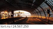 Купить «Germany, Berlin, central station, station hall with platforms and tracks,», фото № 24567250, снято 19 февраля 2018 г. (c) mauritius images / Фотобанк Лори