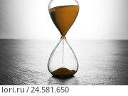 Купить «Hourglass,», фото № 24581650, снято 16 июля 2018 г. (c) mauritius images / Фотобанк Лори
