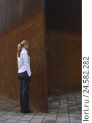 Купить «At woman, young, blond, steel wall, stare, people, businesswoman, horse's tail, stand, ashamed thoughtful, sulk, turn away, hide-and-seek, metal wall, metal, wall, high, steel, rusty, rust, outside,», фото № 24582282, снято 7 мая 2008 г. (c) mauritius images / Фотобанк Лори