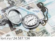 Купить «Время - деньги. Часы на фоне российских денег», фото № 24587134, снято 9 декабря 2016 г. (c) Наталья Осипова / Фотобанк Лори