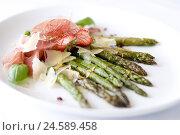 Купить «Food, hors-d'oeuvre, green asparagus with ham and parmesan cheese,», фото № 24589458, снято 22 июля 2018 г. (c) mauritius images / Фотобанк Лори