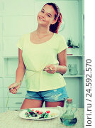 Купить «girl with measuring tape», фото № 24592570, снято 16 июня 2019 г. (c) Яков Филимонов / Фотобанк Лори