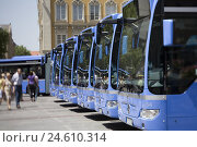 Купить «Coaches, blue, parked, series, penalties, means transportation, parking lot, bus parking lot, order, many, side by side, street scene, Munich, Germany...», фото № 24610314, снято 7 ноября 2008 г. (c) mauritius images / Фотобанк Лори
