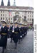 Купить «Czech Republic, Prague, Prague Castle, guards, marching,», фото № 24641866, снято 15 августа 2018 г. (c) mauritius images / Фотобанк Лори