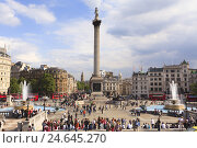Купить «Tourists sitting on steps in front of Nelson's Column in Trafalgar Square, GB, London,», фото № 24645270, снято 22 августа 2018 г. (c) mauritius images / Фотобанк Лори