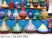 Купить «Traditional clay pots with Moroccan painted ornaments in a sales exhibition in the bazaar, Essaouira, Morocco, North Africa, Atlantic coast,», фото № 24647954, снято 20 августа 2018 г. (c) mauritius images / Фотобанк Лори
