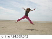 Купить «Young woman, pink trunks, beach, run, jump, active, happy,», фото № 24659342, снято 25 апреля 2019 г. (c) mauritius images / Фотобанк Лори