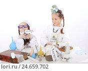 Купить «Две девочки-подружки играют в докторов», фото № 24659702, снято 25 сентября 2016 г. (c) Марина Володько / Фотобанк Лори
