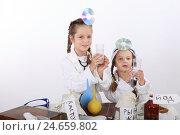 Купить «Две девочки-подружки играют в докторов», фото № 24659802, снято 25 сентября 2016 г. (c) Марина Володько / Фотобанк Лори
