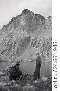 Купить «USA, California, alpine landscape, lake, hiker, dog, s/w,», фото № 24661946, снято 19 августа 2018 г. (c) mauritius images / Фотобанк Лори