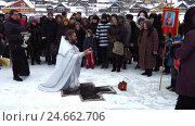 Купить «Освящение воды на местном водохранилище в праздник Крещения», фото № 24662706, снято 19 января 2015 г. (c) Владислав Сабанин / Фотобанк Лори