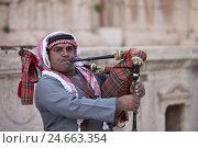 Купить «Jordan, antique city of Gerasa, bagpipes player,», фото № 24663354, снято 19 июля 2019 г. (c) mauritius images / Фотобанк Лори