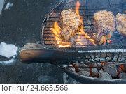 Мясо на углях. Стоковое фото, фотограф Рамиль Бакиров / Фотобанк Лори