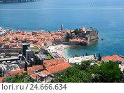 Купить «Вид сверху на старый город в Будве и жилые дома на склоне. Адриатическое море. Черногория», фото № 24666634, снято 31 мая 2016 г. (c) Кекяляйнен Андрей / Фотобанк Лори