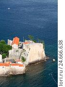 Купить «Крепостные стены старого города в Будве, омываемые Адриатическим океаном. Черногория», фото № 24666638, снято 5 июня 2016 г. (c) Кекяляйнен Андрей / Фотобанк Лори