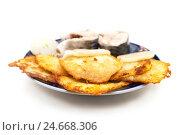 Картофельное блюдо на белом фоне. Стоковое фото, фотограф Владимир Косьяненко / Фотобанк Лори