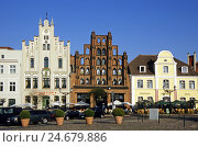 "Купить «Germany, Mecklenburg-Western Pomerania, Wismar, old town, market square, terrace, town house, ""Alter Schwede"",», фото № 24679886, снято 26 марта 2019 г. (c) mauritius images / Фотобанк Лори"