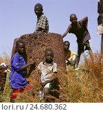Купить «Senegal, Kaolack, Sine Ngayene, stone circles, megalithic, children, playing,», фото № 24680362, снято 21 января 2018 г. (c) mauritius images / Фотобанк Лори
