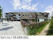 Купить «Modern architecture, house building, Orestad, island Amager, Copenhagen, Denmark, Scandinavia,», фото № 24684062, снято 18 августа 2018 г. (c) mauritius images / Фотобанк Лори
