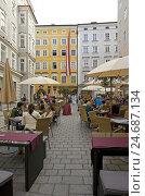 Купить «Cafe before the childbirth house of Mozart in Salzburg, Austria,», фото № 24687134, снято 22 июля 2018 г. (c) mauritius images / Фотобанк Лори