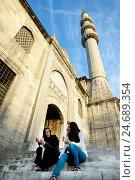Купить «Turkey, Istanbul, Yeni valid mosque or new mosque, stairs, women, minaret,», фото № 24689354, снято 15 октября 2012 г. (c) mauritius images / Фотобанк Лори
