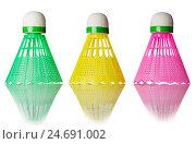 Три цветных волана на белом фоне. Стоковое фото, фотограф Харкин Вячеслав / Фотобанк Лори