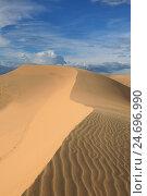 Купить «Узорчатые песчаные дюны», фото № 24696990, снято 29 ноября 2016 г. (c) Алексей Кузнецов / Фотобанк Лори
