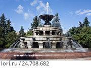 Купить «Фонтан у Московского государственного университета», фото № 24708682, снято 3 сентября 2016 г. (c) Victoria Demidova / Фотобанк Лори