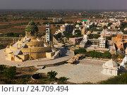 Купить «Вид на Палитану и храм Самовашаран», фото № 24709494, снято 17 апреля 2019 г. (c) OSHI / Фотобанк Лори