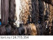 Купить «Clip-in hair extensions in wig shop», фото № 24715354, снято 8 апреля 2020 г. (c) Яков Филимонов / Фотобанк Лори