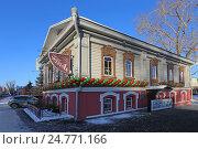 """Купить «Кафе """"Чердак"""" в старинном двухэтажном доме, Тюмень, ул. Хохрякова, 33», эксклюзивное фото № 24771166, снято 15 декабря 2016 г. (c) Алексей Гусев / Фотобанк Лори"""