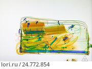 Купить «Сканированный багаж на экране рентгеновского сканера», фото № 24772854, снято 8 декабря 2016 г. (c) Антон Гвоздиков / Фотобанк Лори