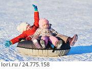 Купить «happy children in winter», фото № 24775158, снято 15 декабря 2016 г. (c) Дмитрий Калиновский / Фотобанк Лори