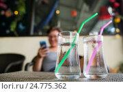 Купить «Стаканы с холодной водой на столе», фото № 24775362, снято 6 декабря 2016 г. (c) Галаганов Дмитрий Александрович / Фотобанк Лори
