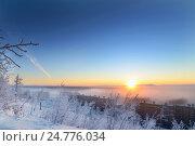 Купить «Зимний рассвет и морозный туман», фото № 24776034, снято 19 января 2014 г. (c) Андрей Радченко / Фотобанк Лори