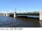 Купить «Вид на Дворцовый мост через Неву. Санкт-Петербург», фото № 24781690, снято 11 июля 2016 г. (c) Ирина Борсученко / Фотобанк Лори