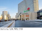 Купить «Зимний вид на улицу Новый Арбат в Москве», эксклюзивное фото № 24785118, снято 16 декабря 2016 г. (c) Елена Коромыслова / Фотобанк Лори