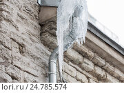 Купить «icicles hanging from building drainpipe», фото № 24785574, снято 11 ноября 2016 г. (c) Syda Productions / Фотобанк Лори
