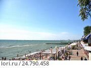 Купить «Вид на пляж в Сочи, Россия», фото № 24790458, снято 23 сентября 2014 г. (c) Александр Карпенко / Фотобанк Лори
